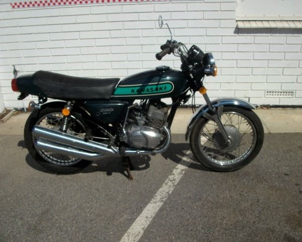 Kawasaki_KH250_1973_Green_S1F-13943_img001