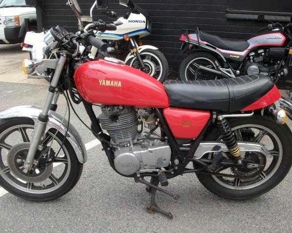 Yamaha_SR500_Red_2J2-00295_1977_img001